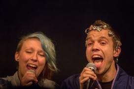 Venla Alvari ja Juho Vainiomäki tulkitsevat Pekka Saukkosen kappaletta Happy End.