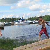 Triathlon-kilpailijoita (Veikka Vainikka ja Yaksan Shakir). Kuva: Elisa Rautiainen.