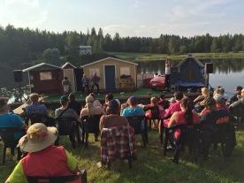 Yleisöä Nilsiän Pajulahdessa 25.7.2016. Kuva: Janne Puustinen.