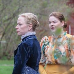 Äiti ja tytär, Elisabet ja Aino Järnefelt (Harriet Jeffery ja Helmi Knuutinen). Kuva: JP Korpi-Vartiainen.